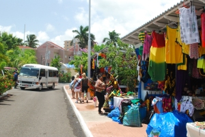 photo of shoppers buying native gifts in Ocho Rios