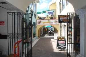 photo of a narrow alley in Nassau